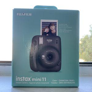 new instax mini 11 + 10 sheet instant film( black) for Sale in Montebello, CA