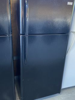 $325 Frigidaire newer model black 18 cubic refrigerator with delivery in the San Fernando Valley for Sale in Burbank,  CA