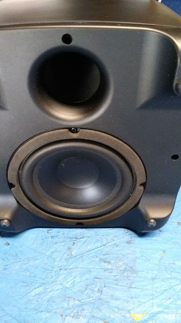 Polk Audio surround sound with Bass like new used for 2 months didn't like it great condition