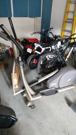 Elliptical machine. Everything works. Fitness exercise. for Sale in Lutz, FL