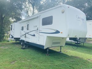 2006 Carraige Cameo Lxl Fifth wheel 36 ft With 3 Slides for Sale in Groveland, FL
