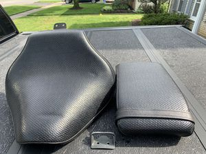 OEM Yamaha V Star 1100 Seat Combination w/ Mounting Bracket for Sale in Lombard, IL