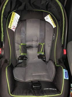 Graco Infant Car Seat With Baby Car Mirror for Sale in Fort Worth,  TX