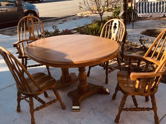 """48 """"round table and four chairs. The desktop can be resized and the leaf length is 10 """"it is {url removed} is in good condition! for Sale in HUNTINGTN BCH,  CA"""