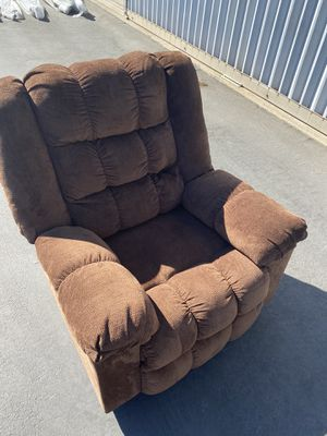 Electric recliner (brown) Brand New for Sale in Corona, CA