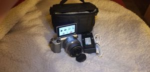 Sony NEX 5T wifi & nfc 16mm-50mm lens for Sale in Fresno, CA