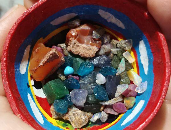Precious stone mix 10 ct: emerald, opal, tanzanite, rubi, sapphire, tourmaline, neon & olive apatite.