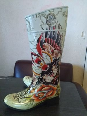 Boots for the rain size 9 for Sale in Corona, CA