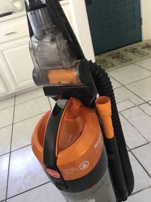 Hoover vacuum in Excellent condition $30 for Sale in La Habra, CA