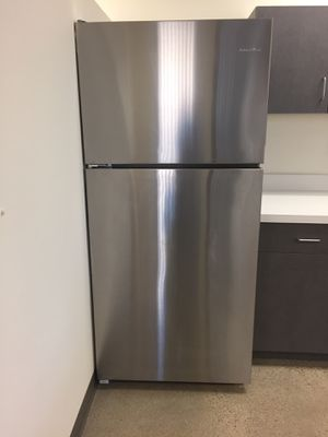 Amana 18.2 cubic feet stainless steel refrigerator for Sale in Los Angeles, CA