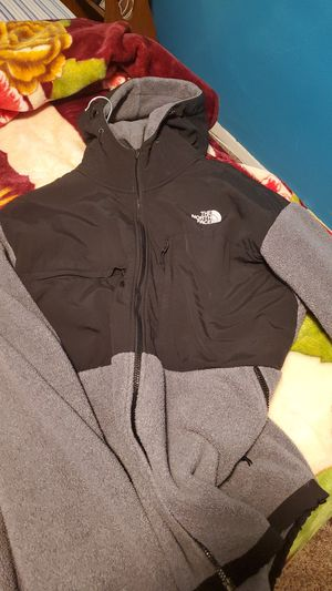 The north face hoodie jacket in good condition for Sale in Reynoldsburg, OH