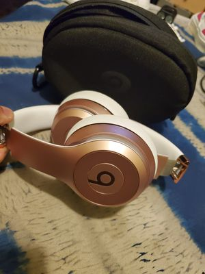 Beats solo 3 Rose gold for Sale in Los Angeles, CA