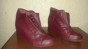 Women's size 7 converse ct shroud maroon for Sale in Kissimmee, FL
