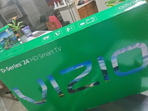 """VIZIO 24"""" Class HD LED Smart TV D-Series D24h-G9 for Sale in Midland, TX"""