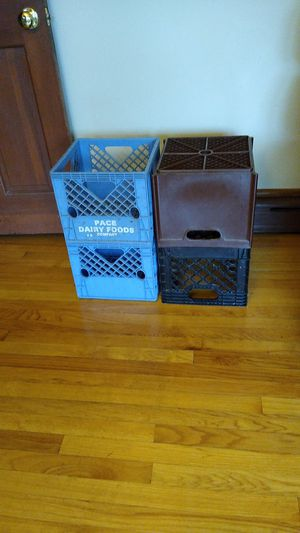 4 milk crates. FREE for Sale in Arlington Heights, IL