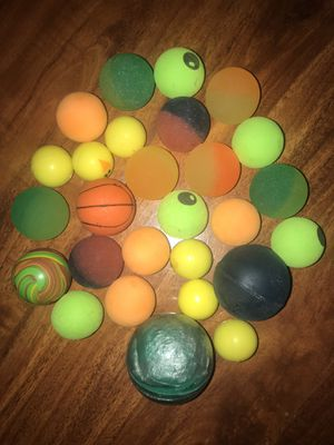 27 COLORFUL JUMPING BALLS TOYS COLLECTION TOYS KID GIFT COLLECTIONS VINTAGE BALLS BALL COLOR BASKETBALL MINI MACHINE for Sale in Houston, TX