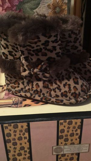 little girls soft cheetah slipper boots pristine size 3 I ship fast for Sale in Northfield, OH