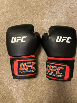 Youth 6 ounce UFC boxing gloves for Sale in West Bloomfield Township, MI
