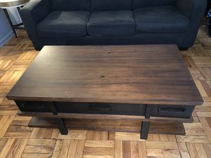Coffee Table with Lift Top for Sale in The Bronx, NY