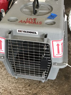 Sky kennel dog carrier for small dogs for Sale in Euclid, OH