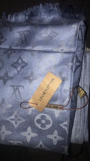 Louis Vuitton scarf/Shawl for Sale in Bakersfield, CA