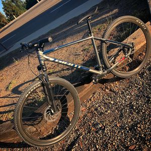 Giant mountain bike for Sale in Placentia, CA