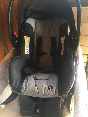 Car seat with base for Sale in Santa Maria, CA