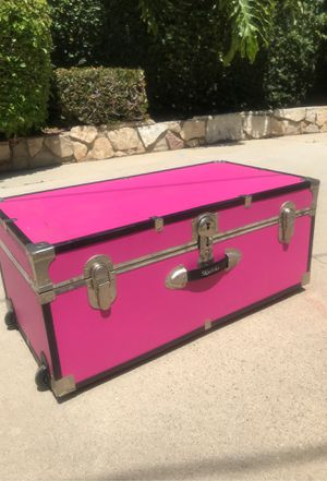 Pink Trunk Chest for Sale in Los Angeles, CA