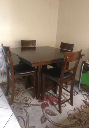 Dining Room table. 4 leather paded for Sale in Rancho Cucamonga, CA