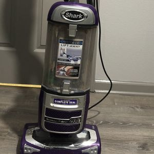 Shark Vacuum Modelo NV58131 Color Purple for Sale in Gaston, SC
