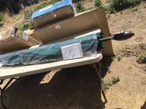 9 ft. Umbrella with tilt and crank for Sale in Kingsburg, CA