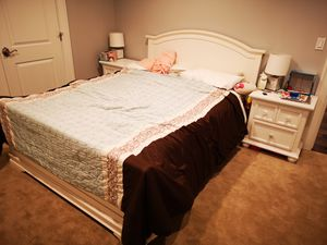 Queen size bedroom set with mattress, 2 night stands, and dresser for Sale in Mercer Island, WA