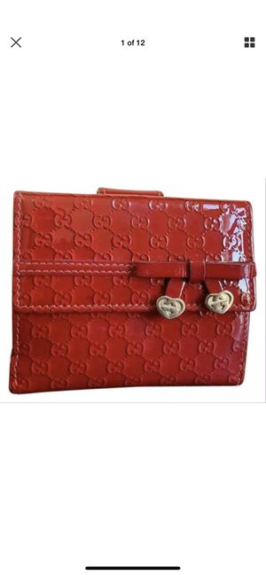 GUCCI Red MicroGG Embossed Enamel Leather Bordeaux Heart Bifold Wallet for Sale in Loganville, GA