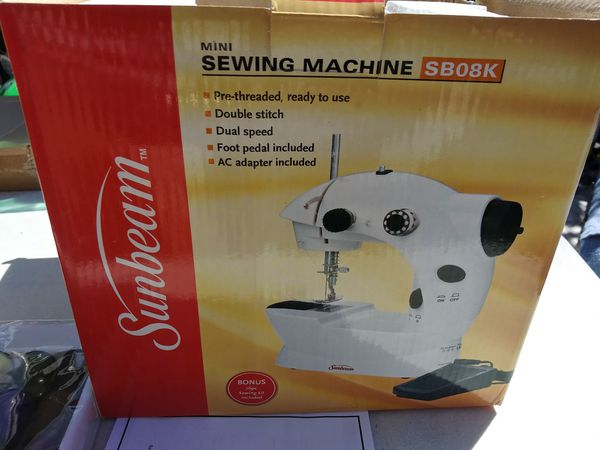 Mini Sewing machine / maquinita de coser