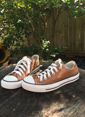 Brown low top converse all stars for Sale in Glen Burnie, MD