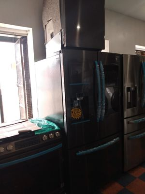 COMBO SAMSUNG BLACK STAINLESS STEEL REFRIGERATOR FAMILY HUB GAS STOVE DISWASHER AND. MICROWAVE for Sale in Placentia, CA