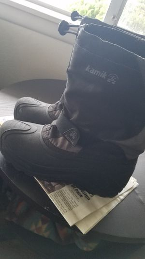 Kids snow boots sz. 6 for Sale in Castro Valley, CA