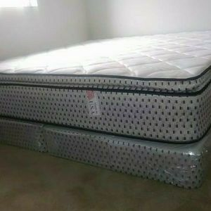 GREAT SALE KING PILLOWTOP MATTRESS WITH FREE BOX SPRING for Sale in Miami, FL