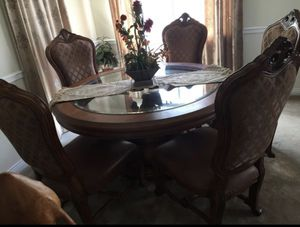 Antique luxury Dining table with 5chairs $890. This is a phenomenal deal! for Sale in Castro Valley, CA