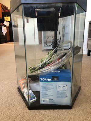 20 gallon hexagonal aquarium, complete set up for Sale in Phoenix, AZ