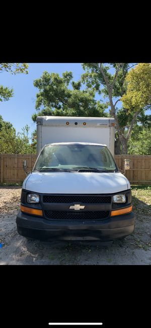 2005 chevy express box truck for Sale in Orlando, FL