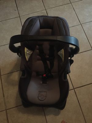 Baby boy black and gray Infant car seat until 35 pounds for Sale in Ocala, FL