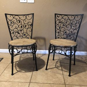 Metal leaf chair with wooden seat for Sale in Apple Valley, CA