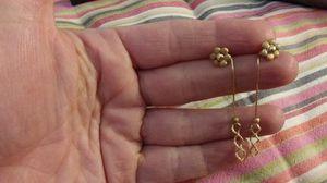 Tri gold flower earrings for Sale in Mesquite, TX