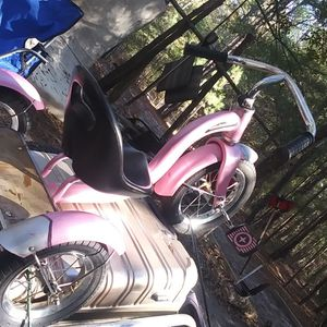 Pink Schwinn Roadster for Sale in Lexington, SC