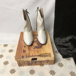 Desert Boots Apache Leather White Cowgirl Pageant Toddler 8 for Sale in Choctaw,  OK