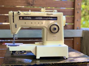Singer Stylist 6548 sewing machine for Sale in Los Angeles, CA