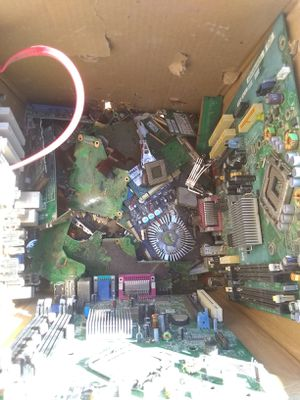 Gold Recovery PC and hard drive parts 10 pounds for Sale in Victorville, CA