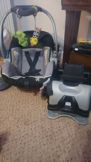 Car seat carried & bases for Sale in Four Oaks, NC