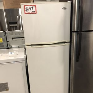 WHIRLPOOL TOP FREEZER FRIDGE IN EXCELLENT CONDITION for Sale in Baltimore, MD